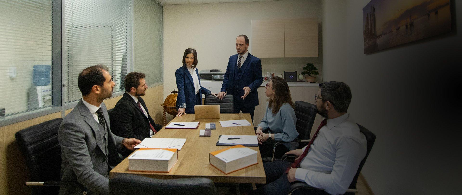 Διαθέτουμε εξειδικευμένους δικηγόρους